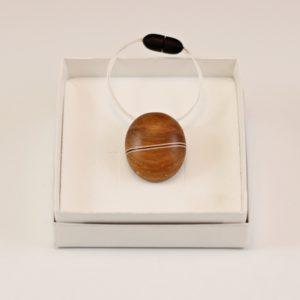 Collier pendentif grain de café prunier Érable Amarante