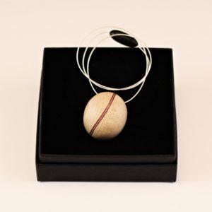 Collier pendentif grain de café Érable Amarante