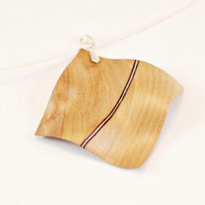 Collier Wave en bois sculpté – Merisier-Wengé-Érable