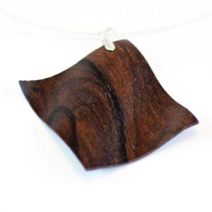 Collier Wave en bois sculpté – Palissandre